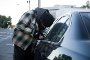 Dias e horários que mais ocorrem roubos e furtos de veículos no Brasil